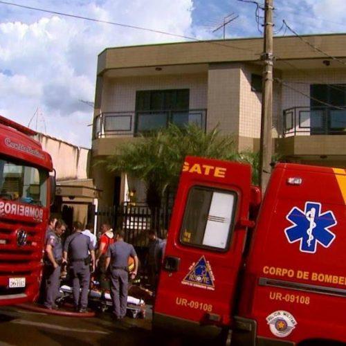 REGIÃO: Idosa fica gravemente ferida após apartamento pegar fogo