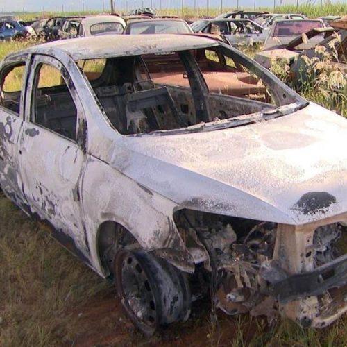 REGIÃO: Corpo é achado em porta-malas de carro carbonizado