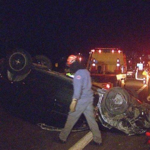 REGIÃO: Médica tem ferimentos após carro capotar em rodovia
