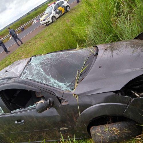 REGIÃO: Jovens são presos por furto após capotarem com carro da vítima durante fuga
