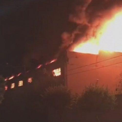 REGIÃO: Incêndio destrói lojas de autopeças