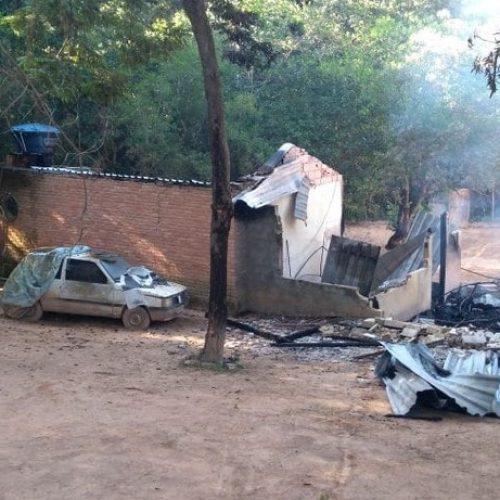 MG: Criminosos invadem clínica de reabilitação, atiram nos internos e colocam fogo; três morreram no local