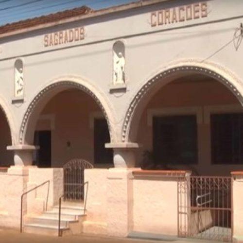 BARRETOS: Câmeras flagram indivíduo escalando muro do Educandário para furtar sucos e bolachas