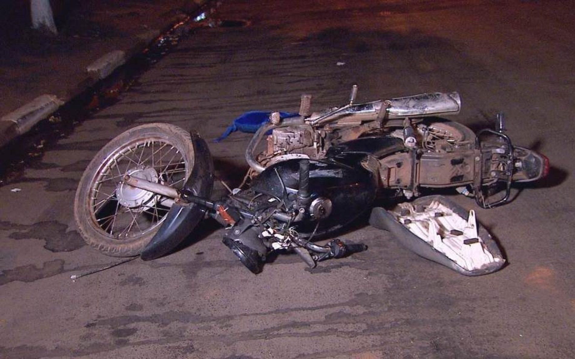 REGIÃO: Jovem em moto roubada é baleado pela polícia