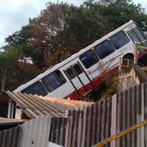 REGIÃO: Menor furta ônibus e cai em cima de residência