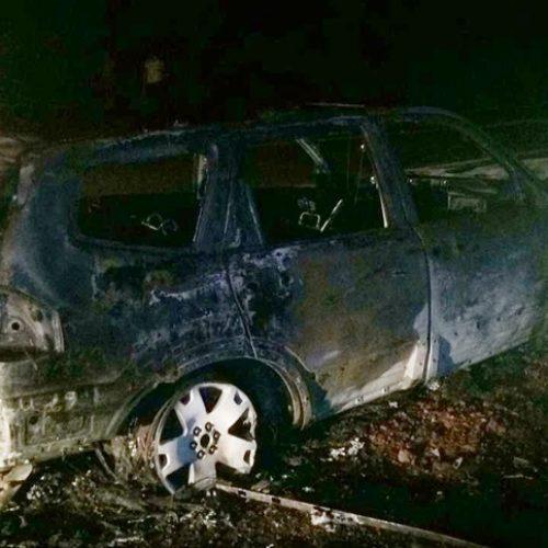 ALTAIR – Motorista perde controle bate em árvore e carro pega fogo
