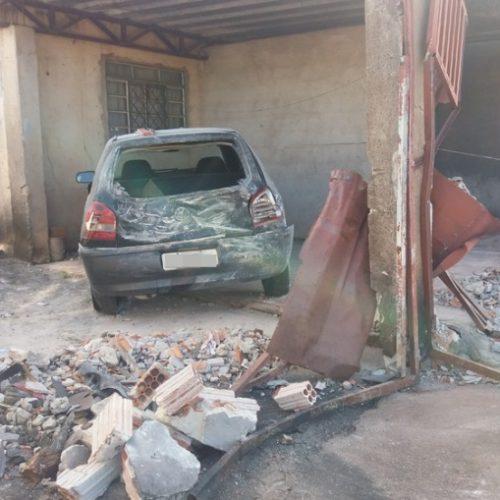 REGIÃO: Menores roubam carro, fogem e ficam gravemente feridos ao bater em muro