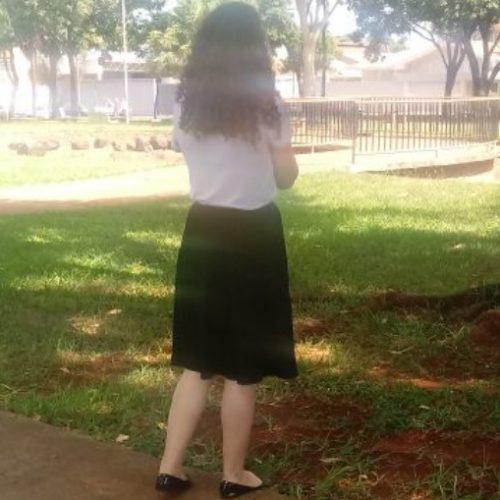REGIÃO: Examinador acha saia abaixo do joelho curta e impede jovem de fazer prova