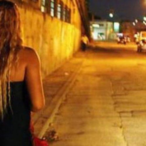 REGIÃO: Travesti é assaltada e arrastada por duas quadras