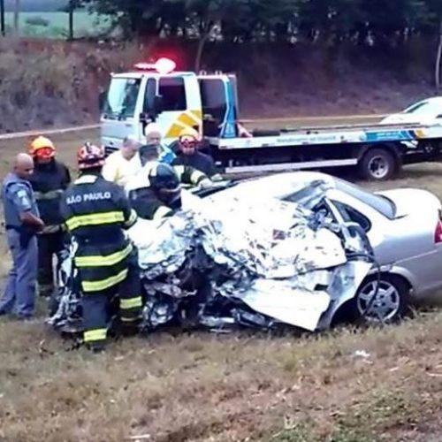 REGIÃO: Motorista morre após colisão frontal com caminhão