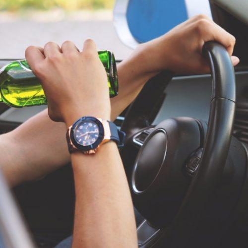 REGIÃO: Motorista bêbado causa acidente e paga R$ 1,5 mil para escapar da prisão