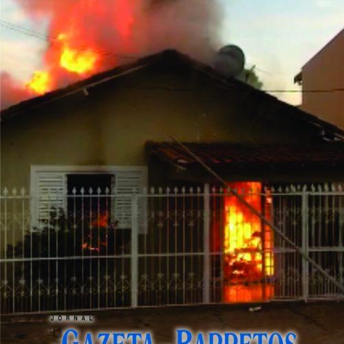 BARRETOS: Residência pega fogo com 3 pessoas dentro no Centro