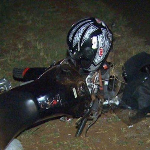 REGIÃO: Motociclista de 24 anos morreu após bater na traseira de caminhão
