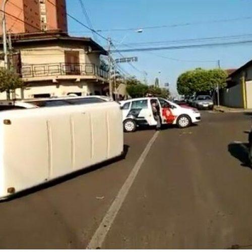 BARRETOS: ACIDENTE COM PERUA ESCOLAR HOJE PELA MANHÃ