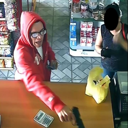 REGIÃO: Cliente luta com bandido em roubo de padaria