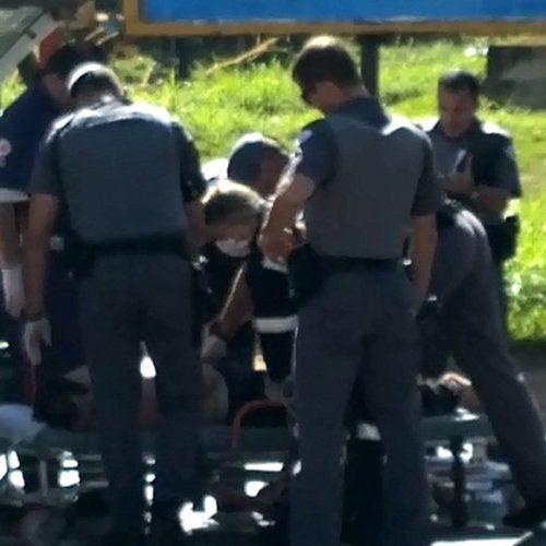 REGIÃO: Motorista descontrolado para carro em via e agride idoso