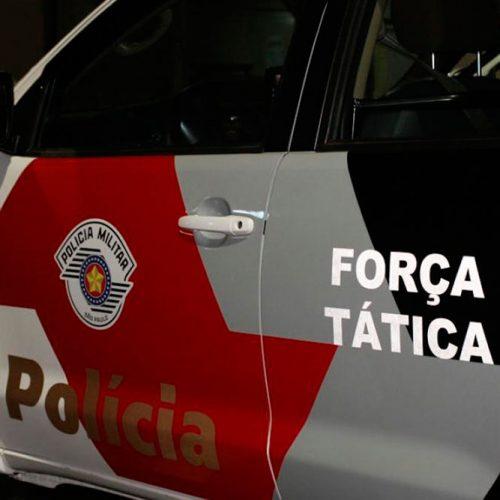 BARRETOS: Força Tática prende homem e mulher comercializando pinos com cocaína no bairro Ibirapuera