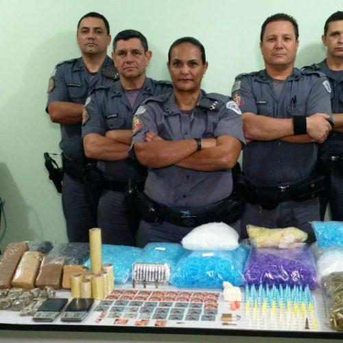 BARRETOS: Policia Militar apreende motos, quase dois quilos de maconha, cocaína,  pasta base,  LSD e milhares de pinos vazios