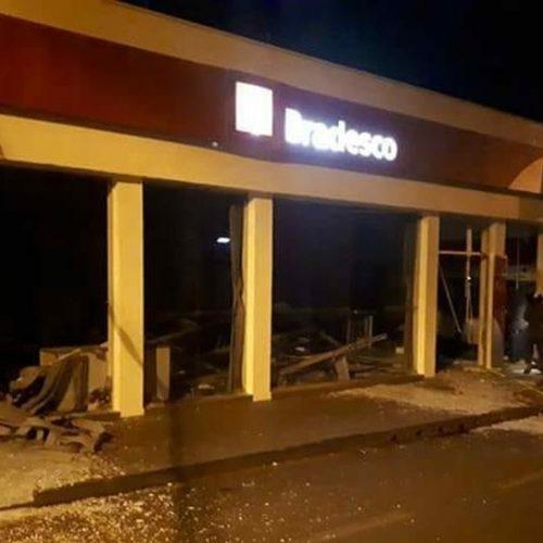 GUARACI: Quadrilha explode duas agencias bancarias durante madrugada