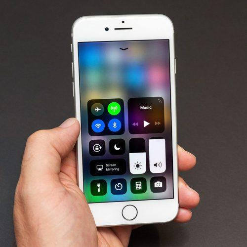 BARRETOS: Desconhecido troca aparelhos celulares em loja