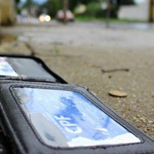 BARRETOS: Idosa tem carteira furtada em ponto de ônibus no centro da cidade