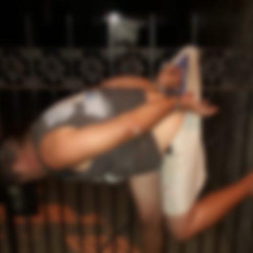 REGIÃO: Homem invade casa para usar drogas e fica enroscado na grade de portão