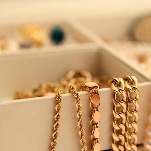 BARRETOS: Mulher reconhece suas joias furtadas sendo usada pela esposa de seu ex-companheiro