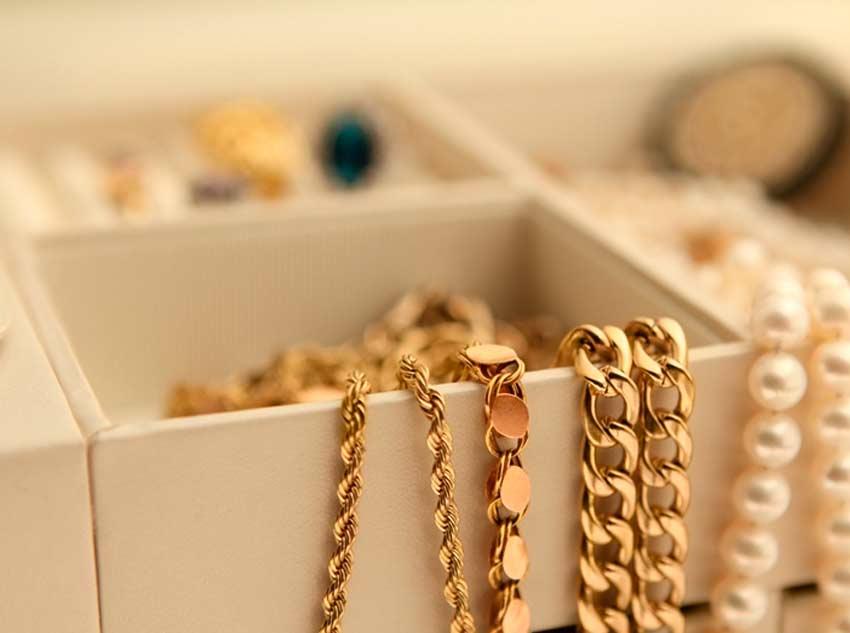 10c995ebf62 BARRETOS  Mulher reconhece suas joias furtadas sendo usada pela esposa de seu  ex-companheiro