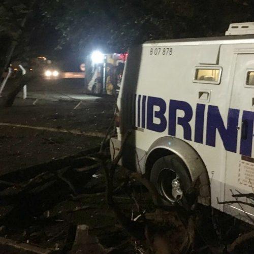 REGIÃO: Seguranças ficam feridos após carro-forte atingir cavalo em rodovia