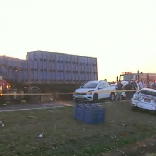 ACIDENTE: Fumaça em rodovia causa acidente com três veículos e motorista fica ferido em Colina-SP