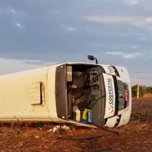 REGIÃO: Motorista foge após capotagem com um morto e seis feridos em Restinga