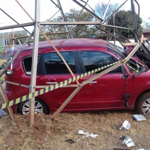 BARRETOS:  Motorista fica ferido após atingir torre de energia elétrica