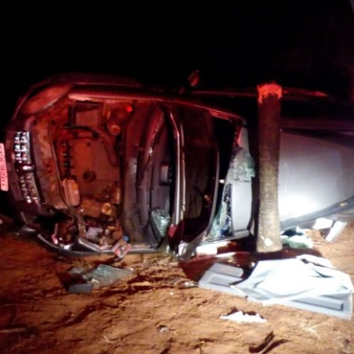 ALTAIR: Capotamento de carro deixa duas jovens presas nas ferragens