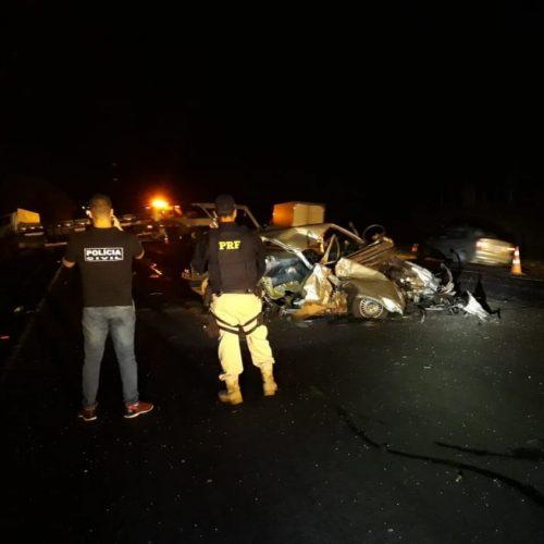 REGIÃO: Idoso morre em batida entre carro e caminhão na BR-153