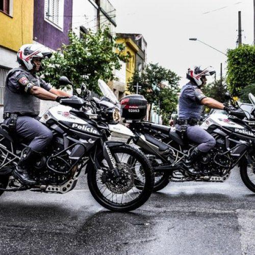 BARRETOS: ROCAM prende homem traficando drogas em bar no bairro Alvorada