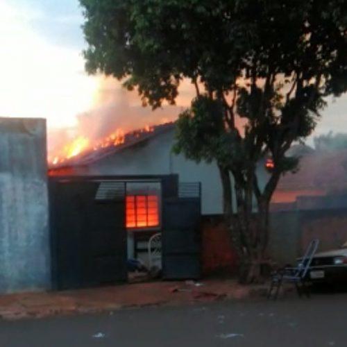 REGIÃO: Jovem tem surto e coloca fogo na própria casa