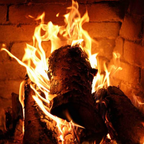 GUAÍRA: Mulher sofre graves queimaduras ao acender fogão a lenha com álcool