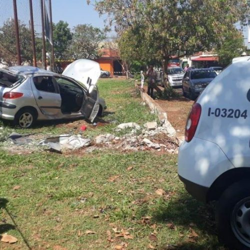 REGIÃO: Dois menores são detidos após acidente com carro furtado