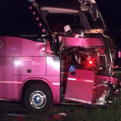 OLÍMPIA: Acidente entre ônibus de turismo e caminhão deixa 11 feridos