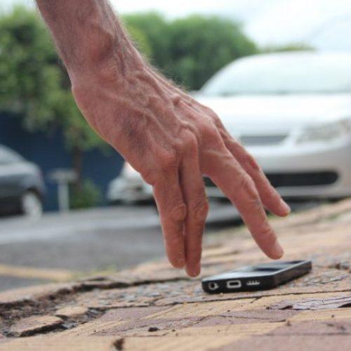 É CRIME: Achar um celular perdido e não devolver é crime