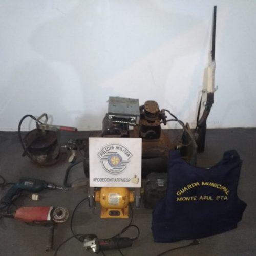 Policia recupera na região, trator furtado, apreende armas e três homens são presos em flagrante