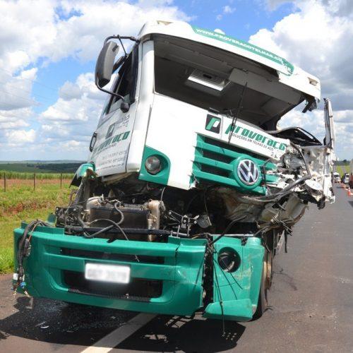BARRETOS: Motorista de caminhão morre em acidente na Rodovia Faria Lima