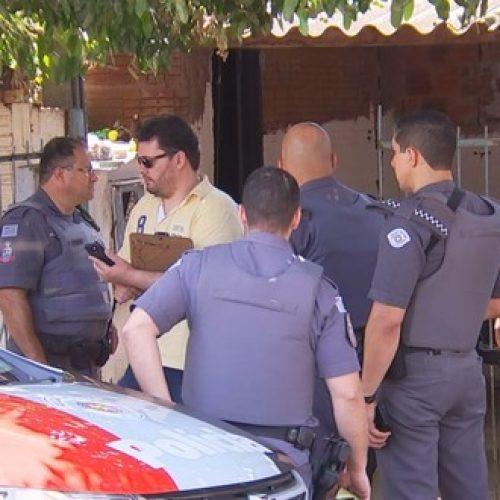 REGIÃO: Homem é baleado ao tentar tirar arma de policial