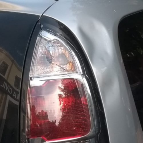 REGIÃO: Grávida diz não ter dinheiro e homem quebra o carro dela em semáforo