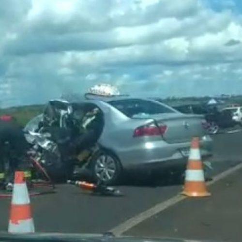 REGIÃO: Acidente entre carros deixa dois mortos e três feridos em rodovia