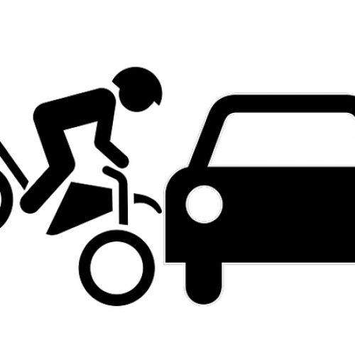 BARRETOS: Acidente entre moto e carro no cruzamento da Avenida 23 com a Rua 14
