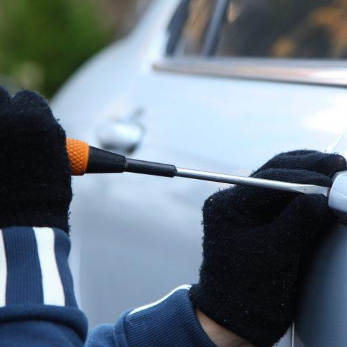 BARRETOS: Mala com diversos objetos é furtada em interior de veículo
