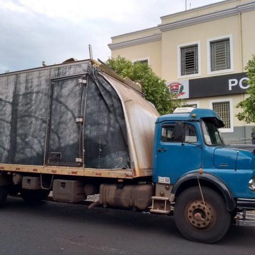 REGIÃO: Caminhoneiro é feito refém e agredido durante roubo de carga de eletrônicos