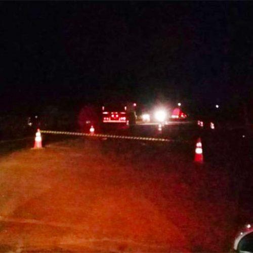 REGIÃO: Acidente entre moto e caminhão mata casal