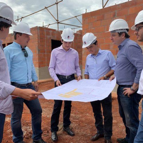 BARRETOS: Prefeito visita canteiro de obras do Vida Nova Barretos 5 e anuncia mais 264 casas